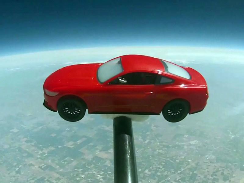 Fans schickten Ford Mustang-Modellauto mit Wetterballon in Richtung Weltraum