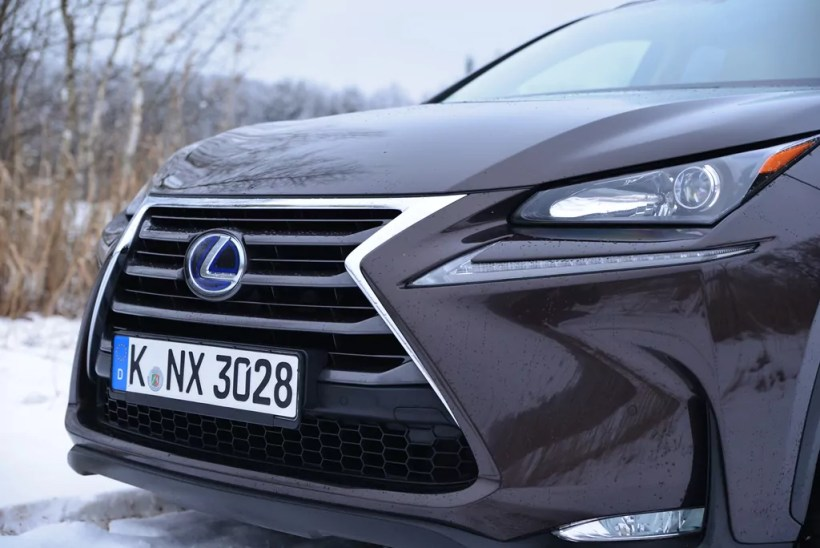 2015 Lexus NX 300h E-Four - Fanaticar Magazin
