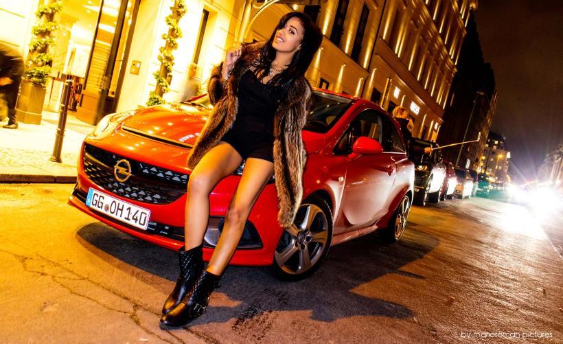 Playmate Sarah Joelle Jahnel - Opel Corsa OPC | Fanaticar Magazin