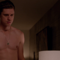 "Aaron Tveit as Mike Warren shirtless in Graceland 2x05 ""H-A-Double-P-Y"""