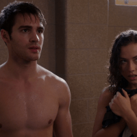 "Steven R. McQueen as Jimmy Borrelli shirtless in Chicago Fire 4×09 ""Short and Fat"""