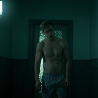 "Jesse Luken as Mike shirtless in The Magicians 1x08 ""The Strangled Heart"""