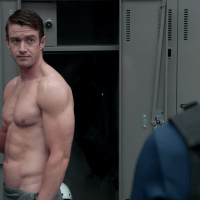 "Robert Buckley as Major Lilywhite shirtless in iZombie 3x03 ""Eat, Pray, Liv"""