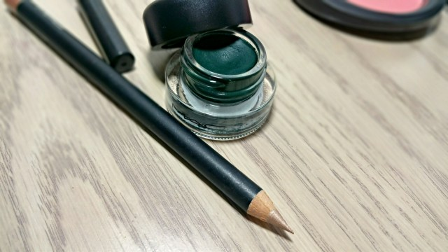 MAC I Get No Kick Eye Kohl and Shade Fluidline from the MAC is Beauty Collection