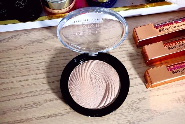 Makeup Revolution Radiant Lights Vivid Baked Highlighter
