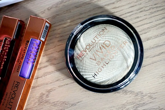 Makeup Revolution Golden Lights Vivid Baked Highlighter