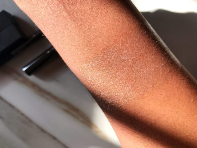 Burberry Fresh Glow Highlighting Pen in Nude Radiance No. 01 Swatches on Dark Skin