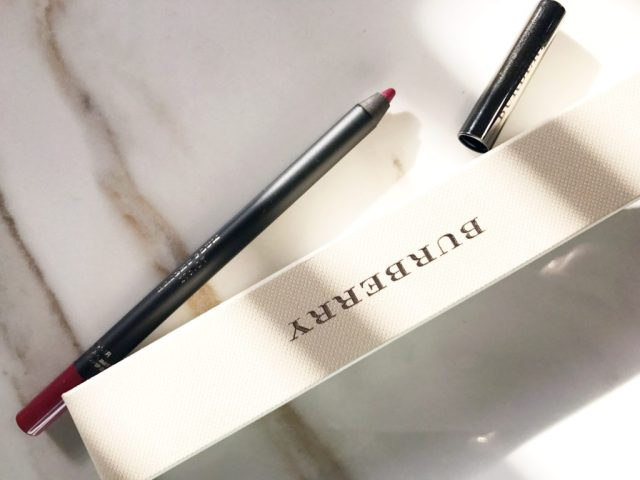 Burberry The Lip Definer Lip Shaping Pencil in Bright Plum No. 07 Swatches on Dark Skin