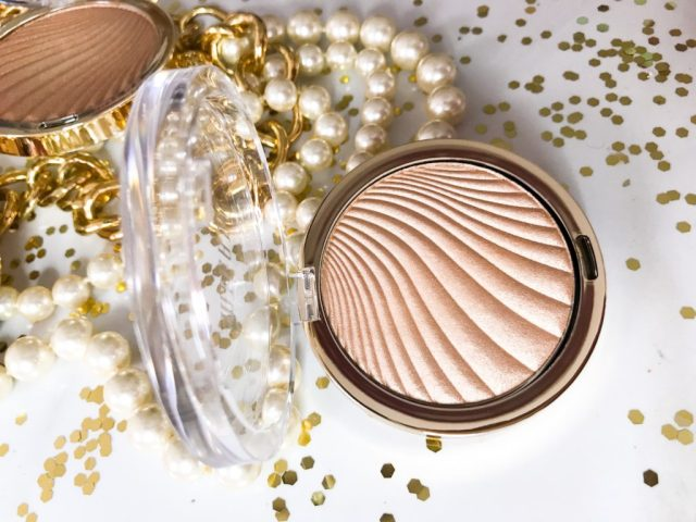Milani Strobelight Instant Glow Powder 02 Dayglow Swatches on Dark Skin