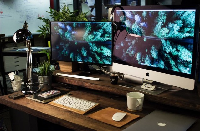 Dual-Display-Workspace