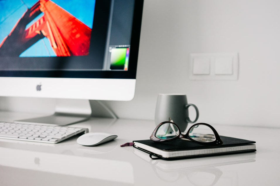 iMac-Computer-on-White-Desk