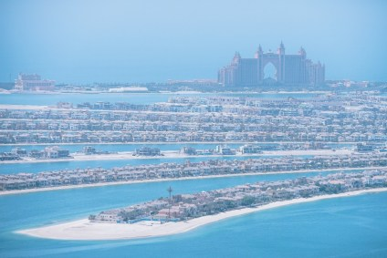 Aerial-view-of-the-Atlantis-Hotel-at-the-Palm-Jumeirah-in-Dubai