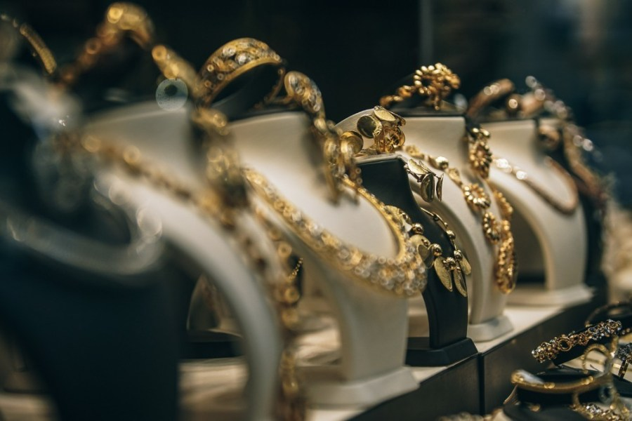 Gold-Necklaces-Displayed-For-Sale-in-Old-Dubai