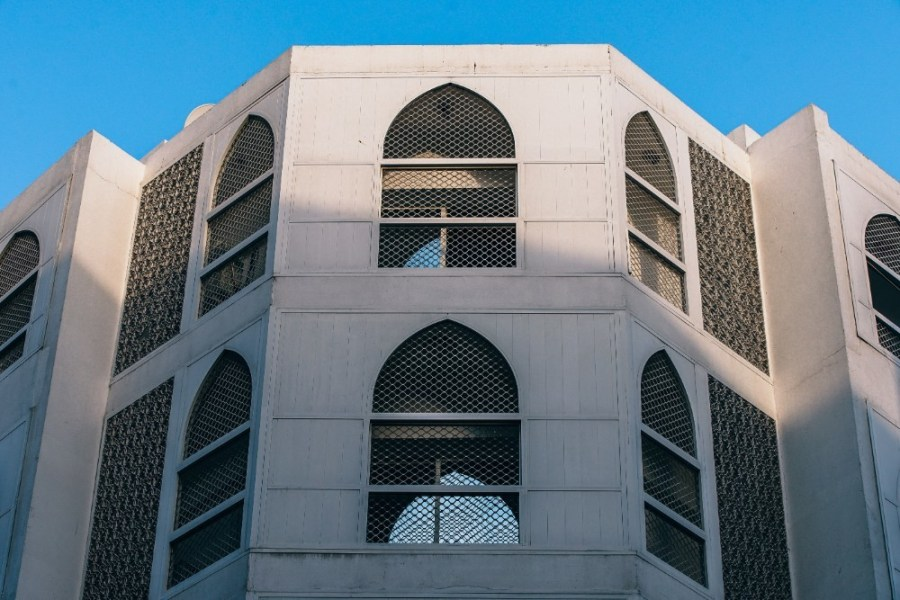 Middle-Eastern-Architecture-in-Dubai-Photographed-from-Below