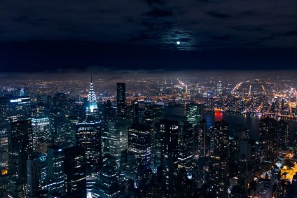 Full-Moon-in-the-Sky-above-New-York-City