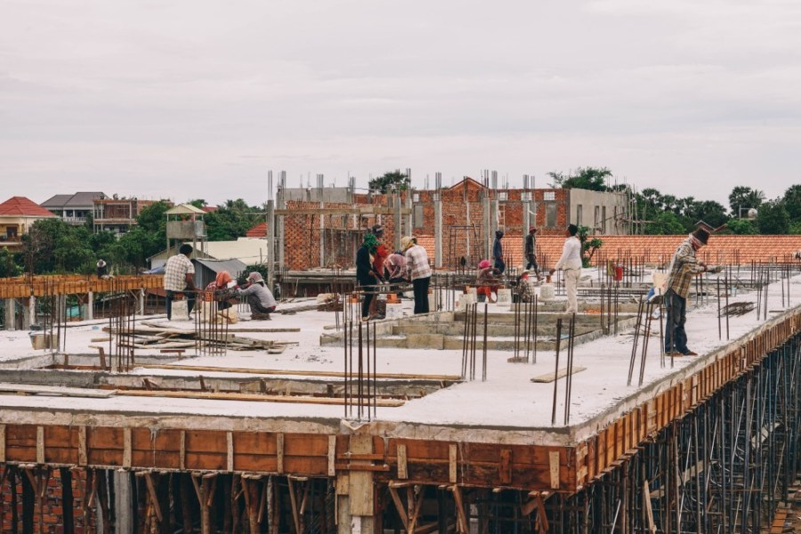 Rooftop-Construction-Workers-in-Cambodia