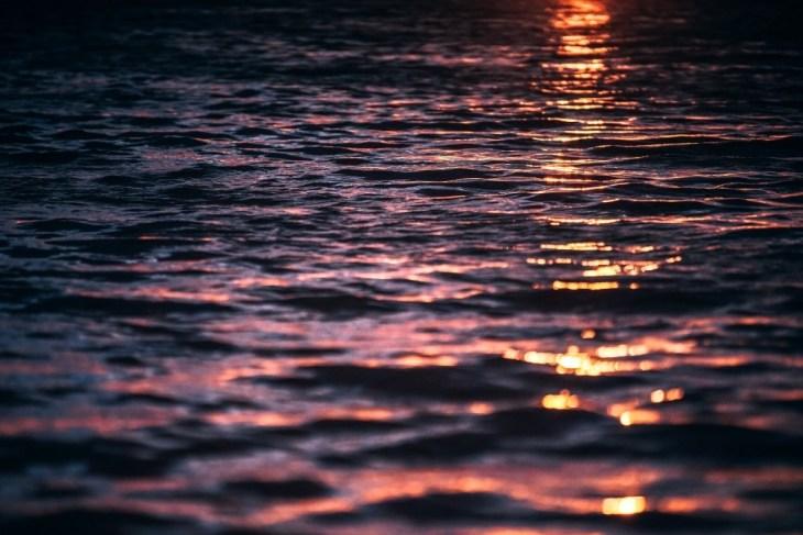 Sunlight-Hitting-The-Ocean-During-Dusk
