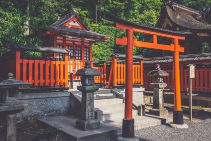 Beautiful-Orange-Shrine-in-Kyoto-Japan