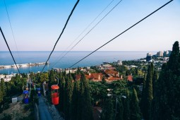 Cableway-Going-Down-to-the-Beach-in-Yalta