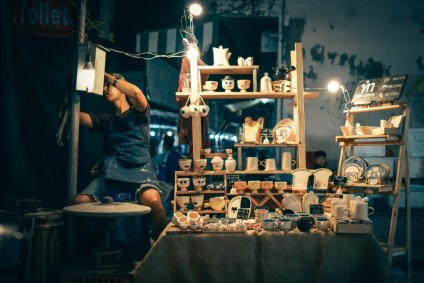 Decorative-Ceramics-Shop-at-the-Chiang-Mai-Night-Market