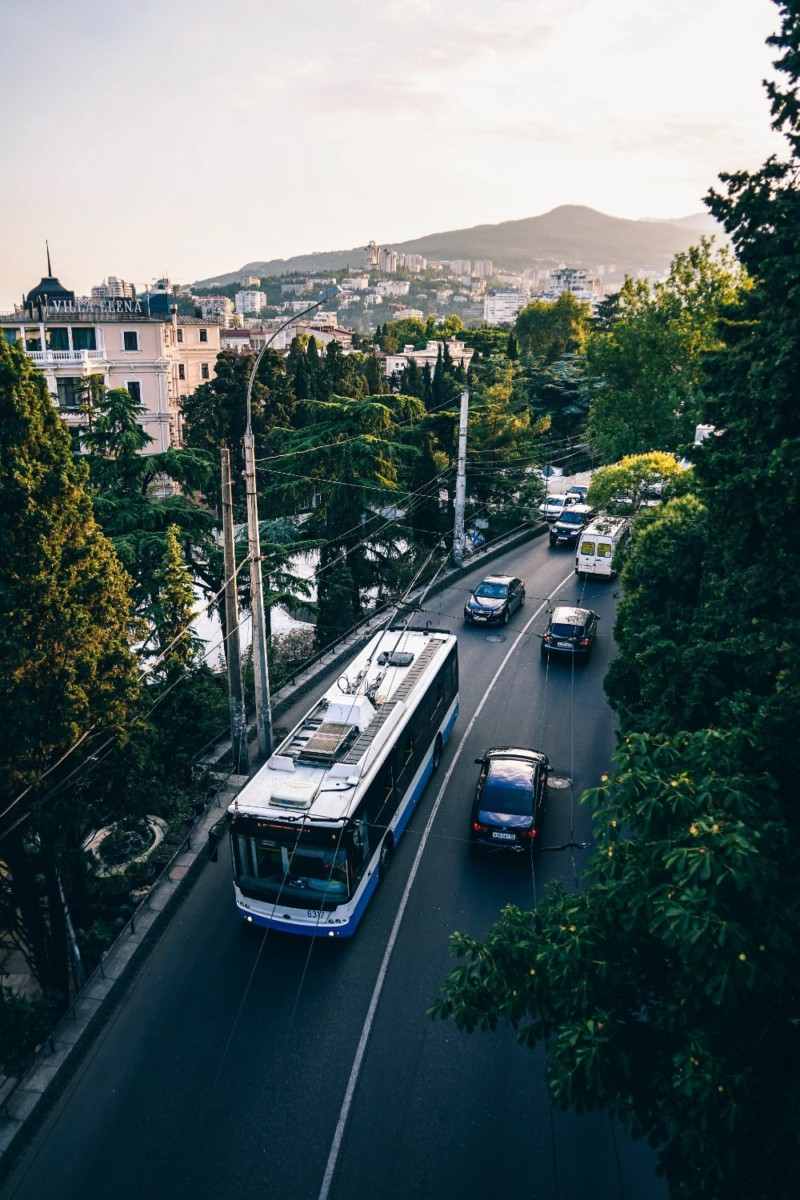 Driving-Through-a-Beautiful-Street-in-Yalta