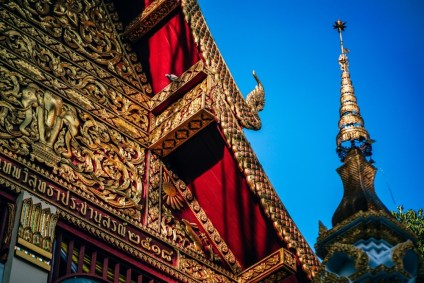 Golden-Dragon-Details-on-the-Roof-of-a-Thai-Temple