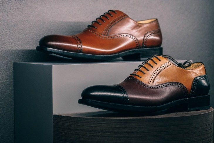 Male-Leather-Shoes-Displayed-for-Sale