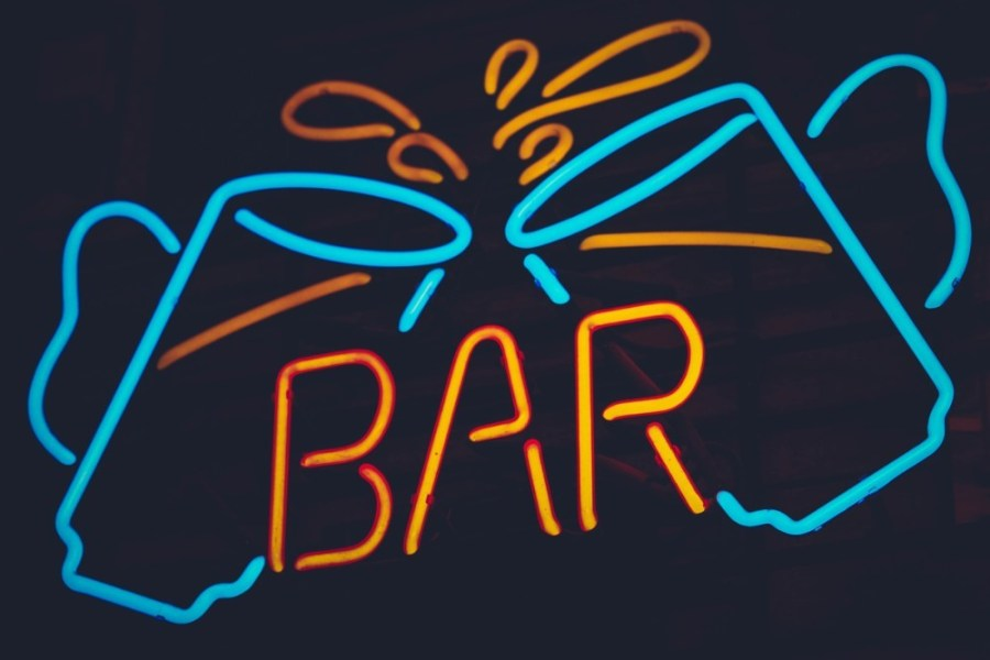 Neon-Bar-Sign-with-Two-Beer-Mug