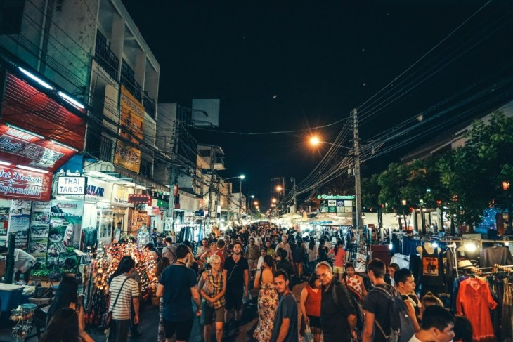 The-Chiang-Mai-Night-Market-Full-of-People