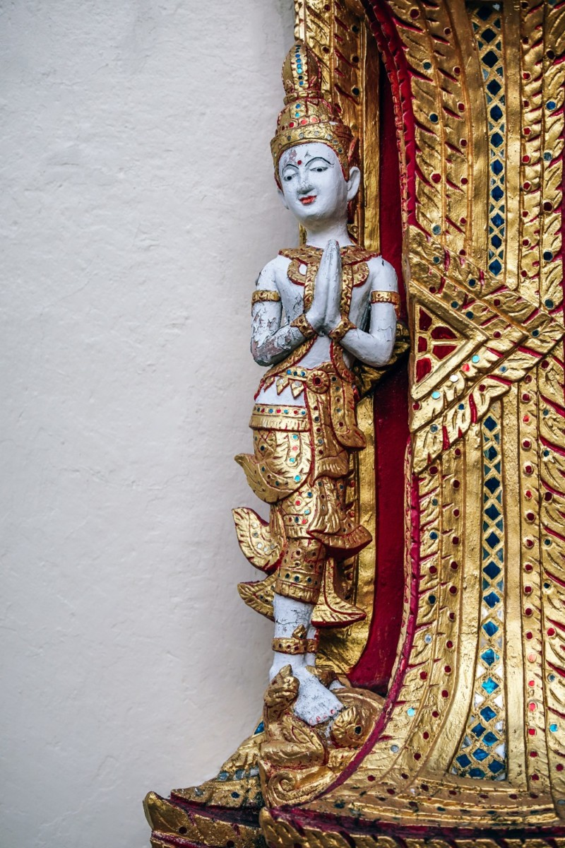White-and-Gold-Thai-Statue-at-Doi-Suthep-Temple