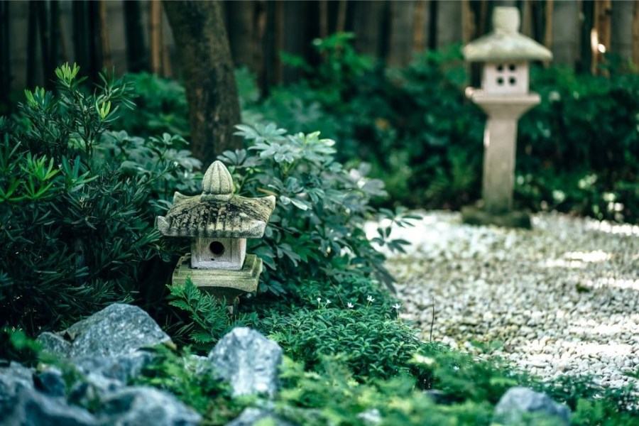 Beautiful-Garden-with-Small-Stone-Houses