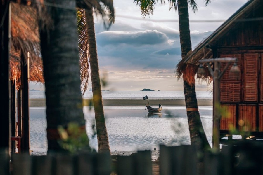 Small-Pirate-Boat-behind-a-Bungalow-Resort-in-Thailand
