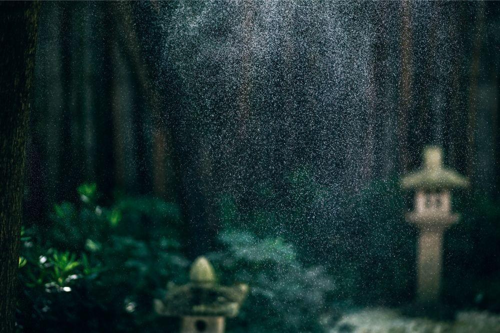 Water-Spray-over-the-Magokoro-Japanese-teahouse-garden.