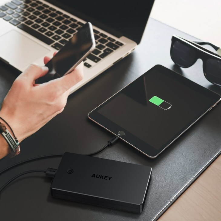 AUKEY-20000mAh-Power-Bank-2