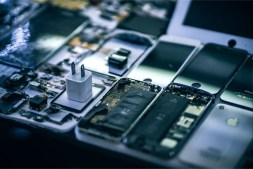 iPhones-Dismantled-on-a-Working-Desk