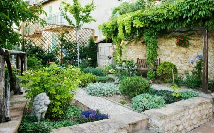 interesting ways to add privacy to your backyard