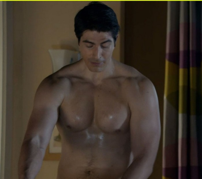 brandon-routh-enlisted-guys-go-shirtless-07