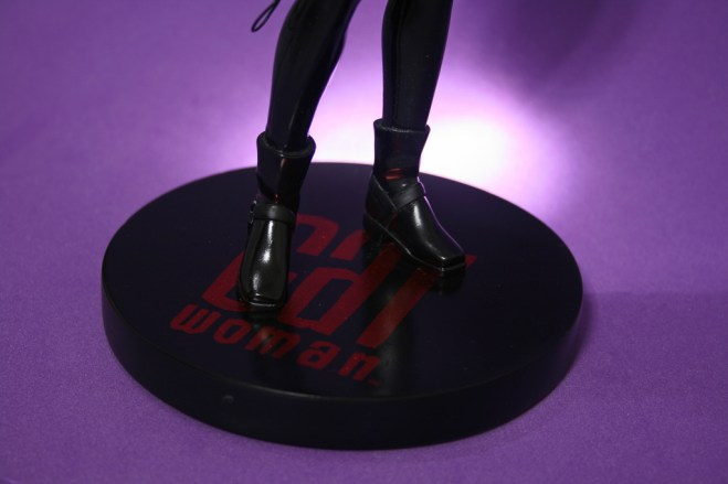 Cover Girls of DC Catwoman Statue 010