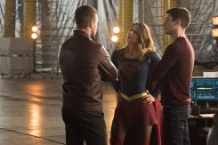 "The Flash -- ""Invasion!"" -- Image FLA308b_0397.jpg -- Pictured (L-R) Stephen Amell as Oliver Queen, Melissa Benoist as Kara/Supergirl and Grant Gustin as Barry Allen -- Photo: Dean Buscher/The CW -- © 2016 The CW Network, LLC. All rights reserved"