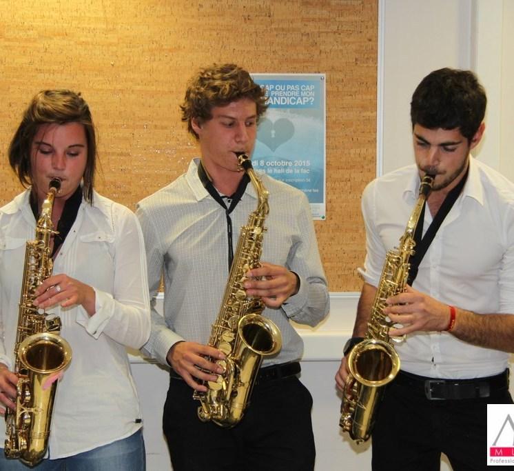 Jamais vu d'aussi beaux saxophones...