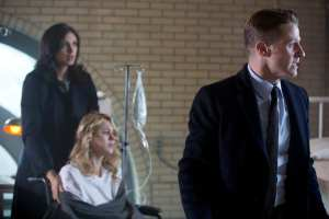 GOTHAM: L-R: Morena Baccarin, guest star Kristen Hager and Ben McKenzie in the ÒWrath of the Villains: A Dead Man Feels No ColdÓ episode of GOTHAM airing Monday, March 7 (8:00-9:01 PM ET/PT) on FOX. ©2016 Fox Broadcasting Co. Cr: FOX.