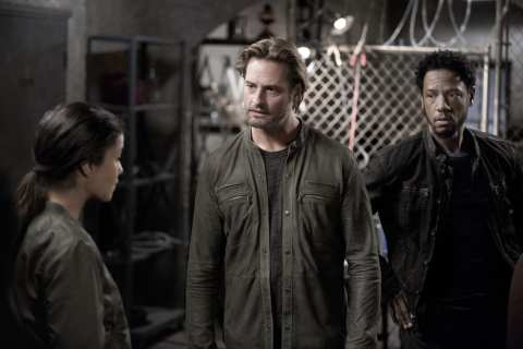 """COLONY -- """"Seppuku"""" Episode 212 -- Pictured: (l-r) Josh Holloway as Will Bowman, Tory Kittles as Broussard -- (Photo by: Isabella Vosmikova/USA Network)"""
