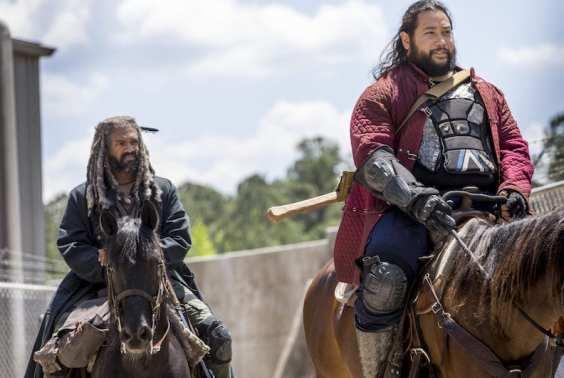 Khary Payton as Ezekiel, Cooper Andrews as Jerry- The Walking Dead _ Season 9, Episode 1 -