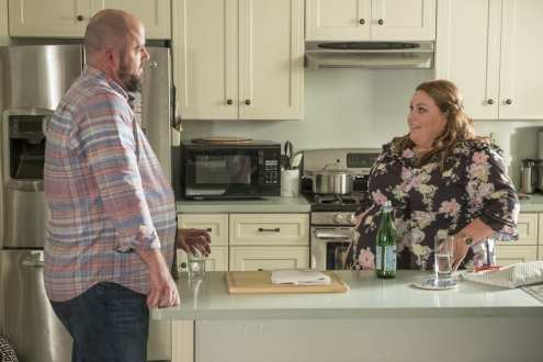 "THIS IS US -- ""Ave Maria"" Episode 301 -- Pictured: (l-r) Chris Sullivan as Toby, Chrissy Metz as Kate -- (Photo by: Ron Batzdorff/NBC)"