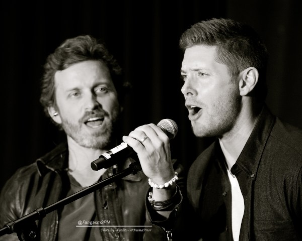 Jensen sings with Rob Benedict at the end of the afternoon panel.