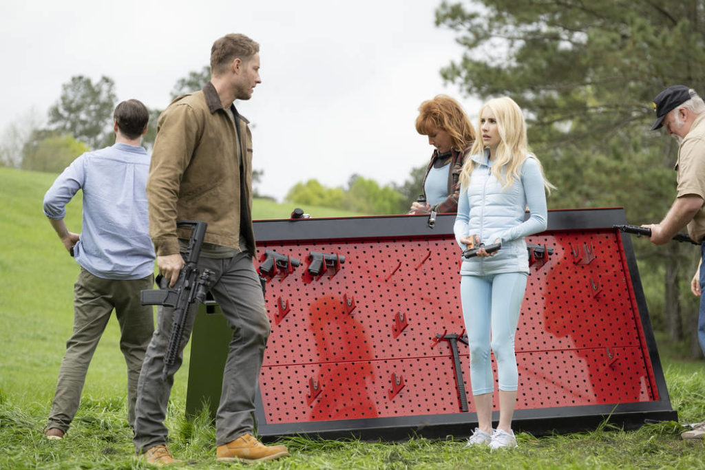 Emma Roberts and Justin Hartley with weapons in The Hunt