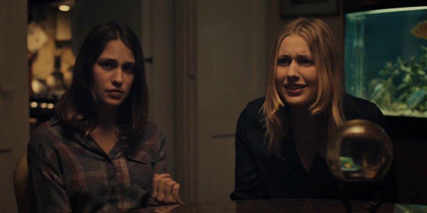 Lola Kirke and Greta Gerwig sitting together in Mistress America