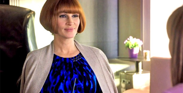 Julia Roberts with a wig in Mother's Day
