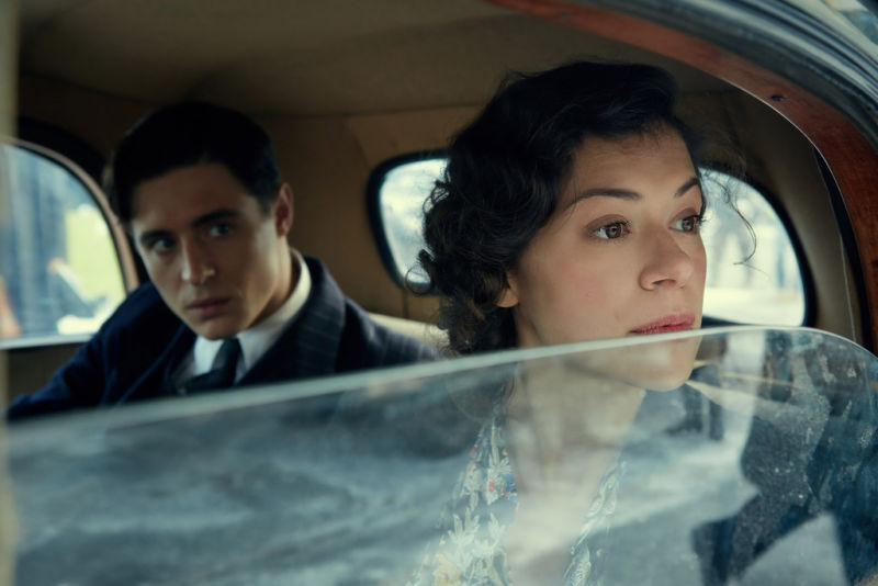 tatiani maslany and max irons in a car in the woman in black