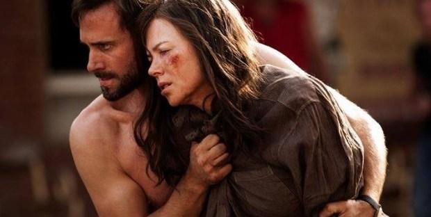 Joseph Fiennes wrapping a shirt around Nicole Kidman in Strangerland